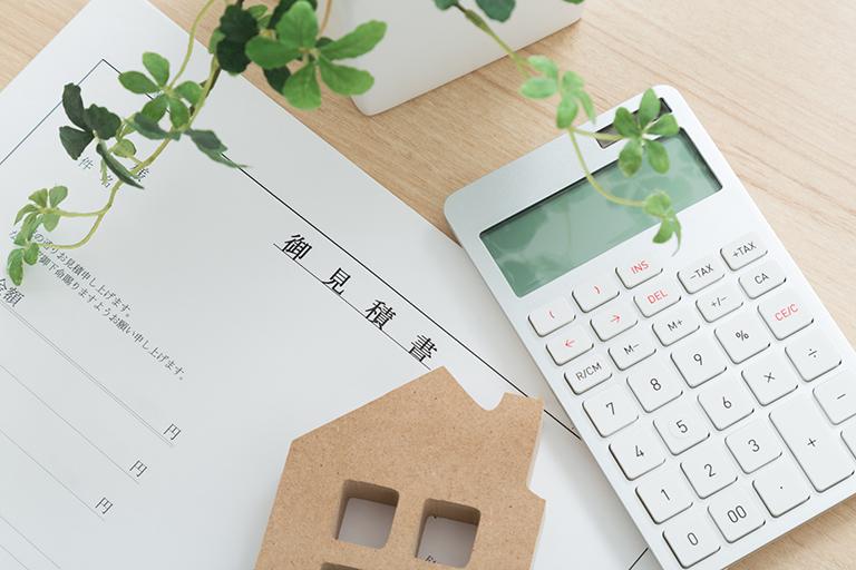 写真:御見積書と電卓